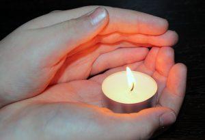 Kerzenhände