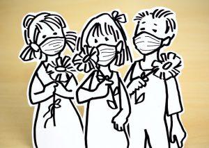 drie kinder aus papier mit mns